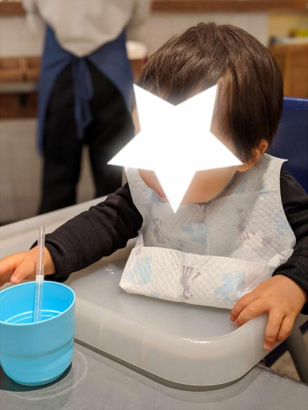 離乳食に便利な使い捨て紙エプロン