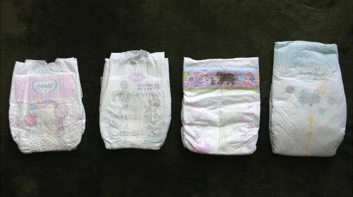 各種新生児用おむつの写真