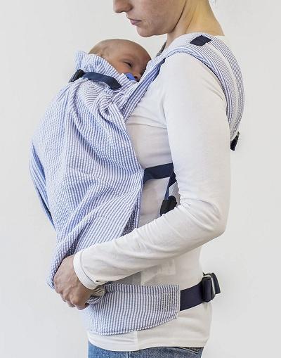 ウィーゴプリーミーで赤ちゃんを抱っこしている様子