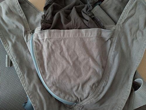 キューズベリークロス抱っこ紐の前面ポケット